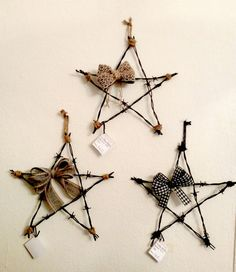 Rustic Barbed Wire Stars by NoniesSC on Etsy Western Crafts, Rustic Crafts, Primitive Crafts, Horseshoe Projects, Horseshoe Crafts, Horseshoe Wreath, Barb Wire Crafts, Metal Crafts, Crafts To Make