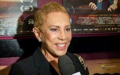 """Arlete Salles volta aos palcos na noite desta quinta-feira (30), na peça """"O Mordomo que Viu"""", no Rio de Janeiro. A atriz de 72 anos estava afastada da TV e dos palcos desde o início deste ano quando foi diagnosticada com câncer."""