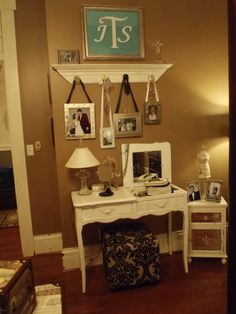.like the hanging frames, get a more vintage or earthy look with neutral colors , avoid black ribbon. To get a more modern look, black ribbon withe / silver or bright frames is your best option