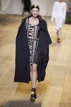 H&M stuurt pyjama's op de catwalk - Het Nieuwsblad: http://www.nieuwsblad.be/cnt/dmf20170302_02758618