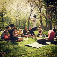 #yogaflashback: Enjoying posture mechanics outside on a beautiful day in Madrid.  Come outside with us: www.evolationyoga.com/teach  #love #yoga #learn #madrid