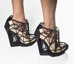 Invisible Shoes by designer Andreia Chaves, manufactured by 3D printing.