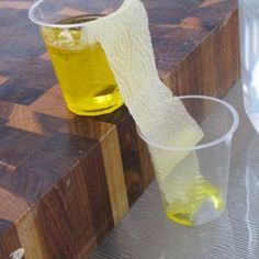 Walking Water Science Experiment {Science Projects} this looks pretty cool. Good idea for science fair next year.