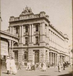 AMP Building on Queen St,Brisbane in 1900. Old Pictures, Old Photos, Vintage Photos, Glasshouse Mountains, Brisbane Gold Coast, Brisbane Cbd, Australian Continent, Vintage Architecture, Largest Countries