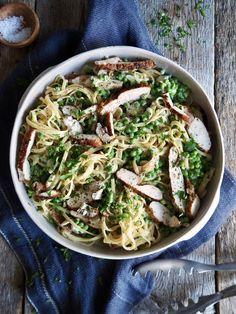 Kremet pasta med kylling og erter Spaghetti, Ethnic Recipes, Food, Meal, Eten, Meals, Noodle