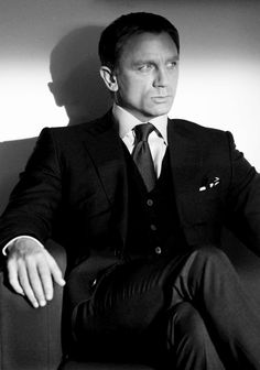 Daniel Craig. I don't usually go for blondes.... but i could make the odd exeption
