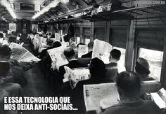 Resultado de imagem para imagem trem com pessoas lendo jornal