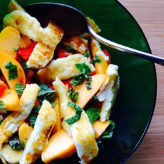 -The KitchenMaid-: Halloumi, peach and pepper salad
