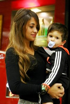 #Antonella #Thiago <3 <3 Lional Messi, Messi Fans, Messi Soccer, Messi And Ronaldo, God Of Football, Best Football Players, Lionel Messi Family, Leo King, Antonella Roccuzzo