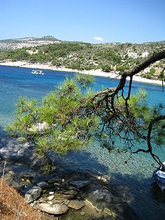 Thassos, sailing across the beautiful coast line🌞👌 Thasos, Wonderful Places, Beautiful Places, Myconos, Greece Pictures, Places In Greece, Greece Islands, White Sand Beach, Best Cities