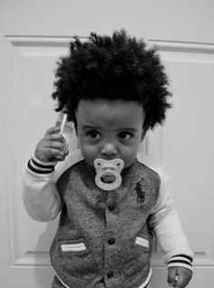 I thought he had a pik in his hair till i viewed the close up nd seen it was his bottle lolol...too cute still