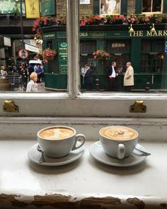 coffee, cafe, and delicious image Coffee Date, Coffee Break, Morning Coffee, V60 Coffee, Coffee Cups, Tee Shop, Coffee And Books, Aesthetic Food, Aesthetic Coffee