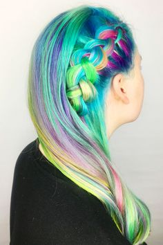 A neon green and cerulean base that drift to near-white ends. Brown Hair Color Shades, Ombre Hair Color, Cool Hair Color, Hair Colour, Vibrant Hair Colors, Colourful Hair, Pretty Mermaids, Great Hair, Amazing Hair