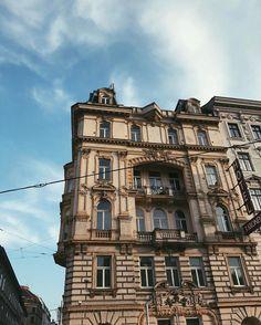 Instagram Photo by Celia (@celiashivara)   WEBSTAGRAM Louvre, Mansions, Architecture, House Styles, Building, Travel, Instagram, Arquitetura, Viajes