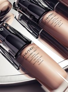 You could check yourself out, but why bother? Shiseido's new Synchro Skin Lasting Liquid Foundation SPF 20 has got a stay flawless longer formula. Dare to #GoMirrorless