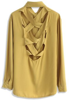 - Deep V cutout with cross-straps to reverse - Buttoned cuffs - Button down closure - Not lined - 100% polyester - Hand wash cold  Size(cm)Length Bust Shoulder Sleeves S/M        68    106   45      56 Size(inch)Length Bust Shoulder Sleeves S/M        26.5   41.5   17.5     22  * S/M fits for US2-6 UK6-10 EU34-38 * Our model is 174 cm/5'8