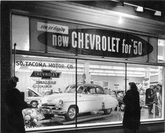 Vintage Cars 1950 Chevy dealer showroom at night Retro Cars, Vintage Cars, Antique Cars, Vintage Auto, Vintage Photos, Vintage Tools, Vintage Photographs, Vintage Posters, General Motors