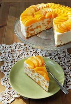 Peach tart with cool whip and cream cheese and marscapone cheese in a Graham cracker crust-Barackos-mascarponés túrótorta No Bake Desserts, Delicious Desserts, Dessert Recipes, Yummy Food, Easy Cake Decorating, Decorating Ideas, Hungarian Recipes, Food Cakes, Cupcake Cakes