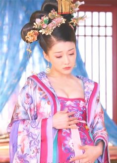Hanfu:traditional Chinese costume. This scene comes from 'Empress of China'.