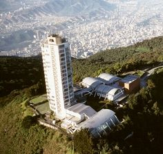 Hotel  Humbolt ubicado en el Waraira Repano conocido cerro El  Avila. Caracas