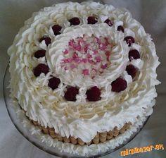 Mascarpone torta s ovocím.