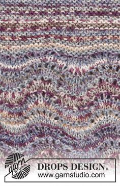 """Gebreide DROPS trui in ribbelst met golvenpatroon en raglan van """"Fabel"""". Maat: S - XXXL. ~ DROPS Design"""