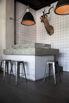 Bar in concrete. Chairs in metal from Tolix. Restaurant and Bar Nazdrowje - Designed by Studio Richard Lindvall Transformer Un Garage, Interior Architecture, Interior And Exterior, Concrete Bar, Concrete Tiles, Concrete Counter, Concrete Floor, Bar Design, Design Ideas