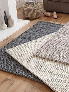 Best Carpet Cleaning Solution, Tapetes Diy, Braided Rag Rugs, Rag Rug Tutorial, Knit Rug, Crochet Carpet, Diy Braids, Diy Crochet, Rug Making