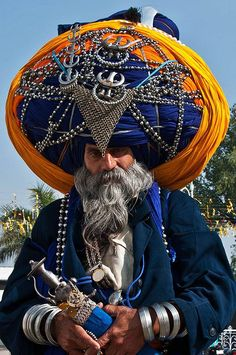 Photo: Sikh Man in Golden Temple Amritsar, India by Aaron Goccia We Are The World, People Around The World, Wonders Of The World, Around The Worlds, Amritsar, Beautiful World, Beautiful People, Costume Ethnique, Folk