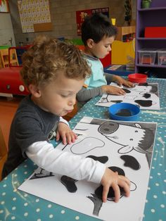Match the cow spots Preschool Learning Activities, Animal Activities, Toddler Learning, Infant Activities, Farm Lessons, Cow Craft, Farm Unit, Farm Theme, In Kindergarten