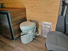 Great breakdown of all the different toilet options for campervan conversions! If you ever want to build a #vanlife bathroom, this article discusses chemical toilets, composting toilets, bucket toilets and RV travel toilets. Detailed bathroom reviews for travel!
