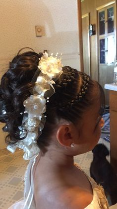 Hairstyle for communion Flower Girl Hairstyles, Princess Hairstyles, Little Girl Hairstyles, Braided Hairstyles, Wedding Hairstyles, Cool Hairstyles, Communion Hairstyles, Girl Hair Dos, Toddler Hair