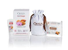 OMIA EcoBioVisage Essentials con Pochette - Mandorla e Malva contiene: una crema viso Mandorla e Malva da 75ml, una confezione di Salviette Viso 25pz. XL con olio di argan e la praticissima beauty Pochette a sacchetto in cotone (dimensioni 11x18cm).