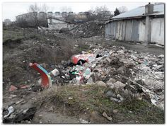 hectare intregi de terenuri publice devastate cu depozitari necontrolate de deseuri provenind de la demolari ilegale si gunoi menajer