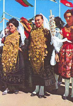 MINHO PORTUGAL. Festa do traje. Raparigas de Cardielos