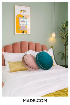 Love this color for the walls! With one wall of wallpaper! Bedroom Colour Palette, Bed Styling, Home Decor Styles, Home Decor Bedroom, Home Decor Inspiration, Girl Room, Pink Velvet, Pendant Lighting, Blush Pink