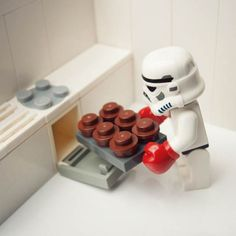 Funny pictures about Stormtrooper baking cupcakes. Oh, and cool pics about Stormtrooper baking cupcakes. Also, Stormtrooper baking cupcakes photos. Lego Stormtrooper, Stormtroopers, Imperial Stormtrooper, Starwars Lego, How To Make Cupcakes, Love Cupcakes, Baking Cupcakes, Baking Cookies, Baking Muffins