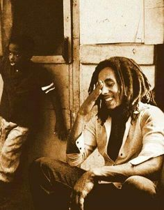 Smiles, most amazing expression, can change anyones mood Bob Marley Concert, Reggae Bob Marley, Rastafarian Culture, Bob Marley Legend, Bob Marley Pictures, What About Bob, Marley Family, Marley And Me, Jah Rastafari