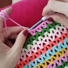 """363 Me gusta, 4 comentarios - Gamze.. Aşkla Sepet Örülür (@gami_love_crochet) en Instagram: """"SATILMIŞTIR... 25 x 14 cm taban ölçüsü 15 cm yüksekliği İpim @spagettiyarn…"""""""