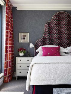 Cover Walls in Fabric = Sumptuous Bedroom Red, Home Bedroom, Bedroom Furniture, Bedroom Decor, Red Bedrooms, Luxury Bedrooms, White Furniture, Master Bedrooms, Bedroom Ideas
