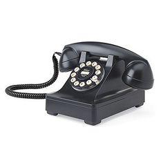 e vintage est à la mode et nottament dans l'univers très riche de la déco. Le téléphone n'y échappe pas et se met aussi à la mode avec cette étonnante réplique de téléphone des années 40.    Si vous souhaitez vous faire plaisir ou faire plaisir sans vous tromper, ce téléphone vintage fera son effet à coup sûr !