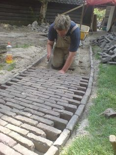 Side Stone Brick Pathway Project Idea: Landscaping & Garden Design Projects DIY Project Idea |  Project Difficulty: Medium |  Maritime Vintage.com  #LandscapingGarden