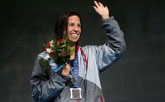 Maya DiRado waves to the crowd after winning the 400m IM (Free)