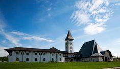 Cea mai reuşită dintre construcţiile religioase moderne din Europa se află în România. Cum arată în interior această biserică Mai, Mansions, House Styles, Interior, Modern, Home, Decor, Europe, Trendy Tree