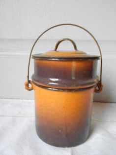 VINTAGE  French  Enamelware ROUND LUNCH PAIL LUNCH BOX