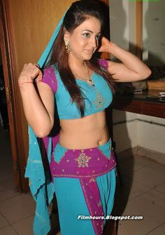 Aksha Pardasany hot stills spicy photos actress glamour navel pictures large HD images collection