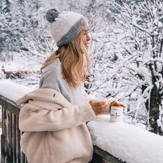 "Perfect start to a cold day with the ""morning energy"" green tea ☕️ (discount code ""julesceciliaFSG"" for off) 💫 *Advertisement Winter Mode Outfits, Winter Fashion Outfits, Winter Photography, Photography Poses, Snow Pictures, Snow Outfit, Insta Photo Ideas, Winter Pictures, Moda Fashion"