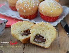 Muffin con il cuore di nutella morbido, ricetta facile per ottenere golosi dolcetti dal cuore morbido e fondente di nutella.