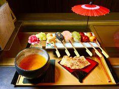 八事で食べられるこだわりの味「やごとのだんごやさん」 | 愛知県名古屋市天白区八事山 Japanese Deserts, Japanese Snacks, Japanese Sweets, Japanese Food, Japan Dessert, Luxury Food, Cute Food, Sweet Recipes, Food And Drink