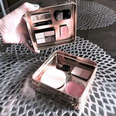 Could DIY with Dollar Tree metal tins Home Organisation, Container Organization, Diy Makeup Storage, Diy Storage, Magnetic Makeup Palette, Makeup Bag Essentials, How To Make Box, Minimalist Lifestyle, Makeup Case